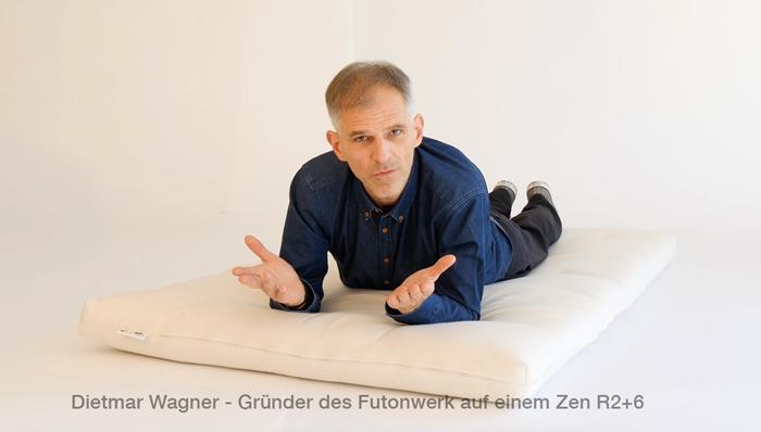 Dietmar Wagner - Gründer des Futonwerk auf einem Zen R2+6